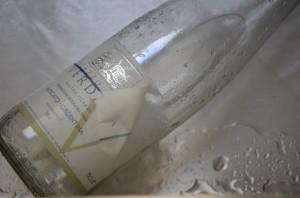 removing a wine bottle label